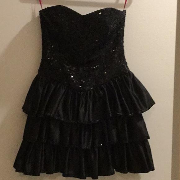 Betsey Johnson Dresses & Skirts - Betsey Johnson Sequin Strapless Dress 👗 Cocktail